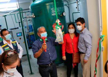 Gobernador regional inauguró nuevas instalaciones sanitarias