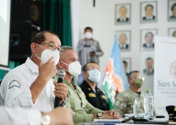 Gobernador regional Pedro Bogarin anunciando nuevas medidas contra la pandemia