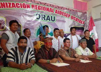 Líder indígena encabezando una de las reuniones del ORAU