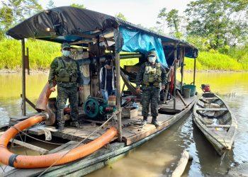 Personal fiscalizador toma posesión de equipos usados por mineros ilegales